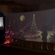 Спектакль театра теней устроенный детьми нашей воскресной школы в школе №5 «Обыкновенное чудо».